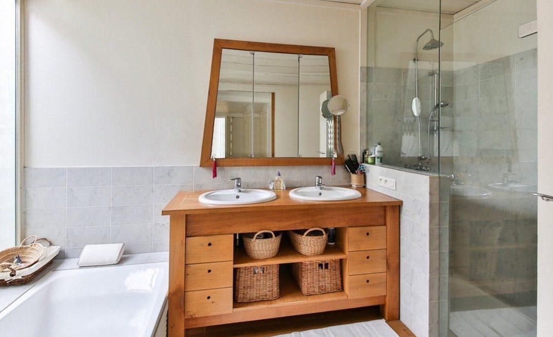 Une salle-de-bains naturelle et zen pour être totalement détendu(e)